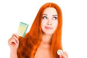 Девушка с контрацептивами